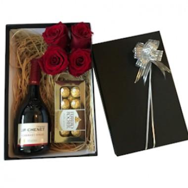 Caja de regalo con rosas eternas. Solo Santiago
