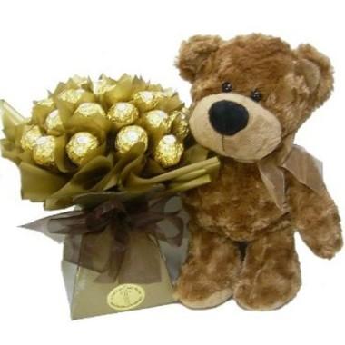 Osito con bouquet de chocolates
