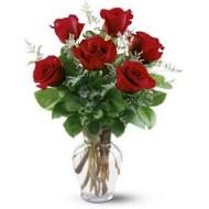Seis rosas en florero